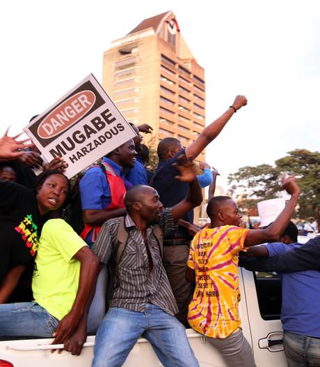 Mugabe stapt op als president, Zimbabwe viert feest