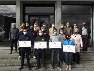 Ste-Cecilia Zele deelt cheques uit aan Roparunteams