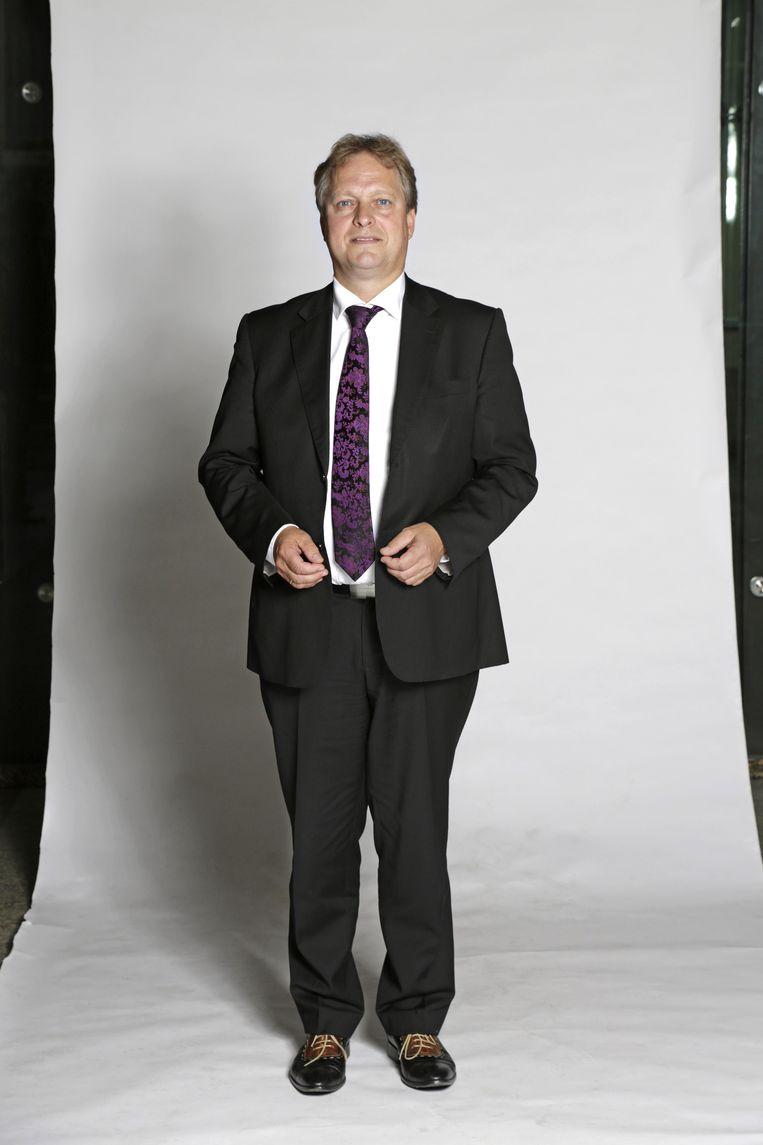 Voordat hij politicus werd, verkocht Erik Ziengs (54) sportartikelen en reclamebelettering in Assen. Zijn verkiezingsleus: 'Kies een liberale Drent in het parlement'. Beeld Hilz & Verhoeff