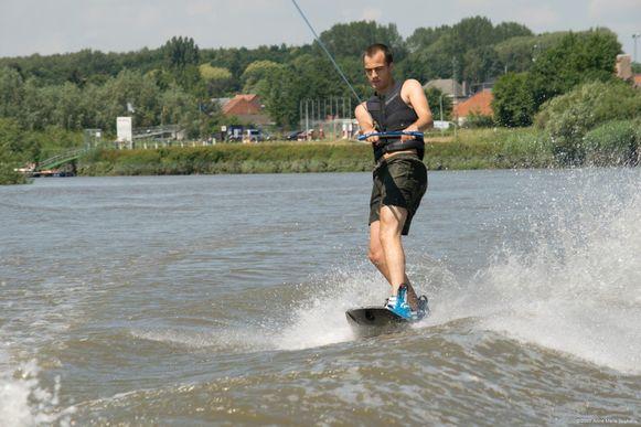 Ski- en Bootclub De Durme in Tielrode geeft zondag initiaties waterski en wakeboard op de Durme.