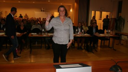 N-VA en CD&V zetten door en vormen coalitie met steun ex-lid Vlaams Belang in Antwerps district, Jong CD&V dient klacht in tegen doorbreken cordon