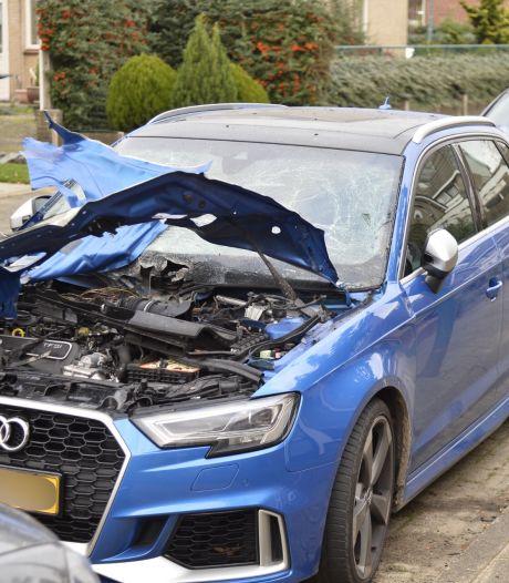 Dure auto van Bianca uit Prinsenbeek vernield door zwaar vuurwerk, ook overlast in Etten-Leur: 'Rechtop in bed na enorme knal'
