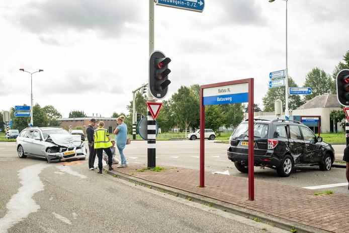 Ongeluk tussen tussen auto's in Nieuwegein op kruising AC Verhoefweg en Batauweg