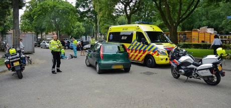 Fietsster gewond na aanrijding met auto in Tilburg