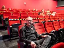 Mensen weten bioscoop in Hardenberg ook in coronatijd te vinden: 'Maar als onze horeca dicht moet hebben we een probleem'