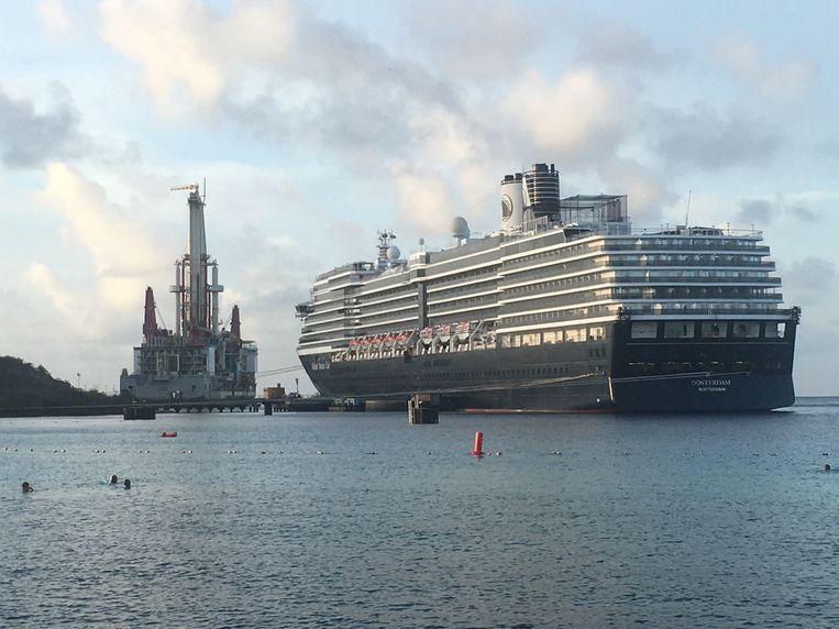 Voor Curaçao waren de zwaar vervuilende cruiseschepen een bron van toerisme-inkomsten, net als de olietankers. Beeld