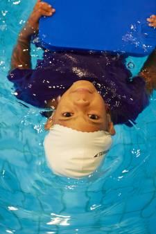 Kinderen krijgen nu zwemles zonder ouders erbij: 'Dat gaat hartstikke goed'