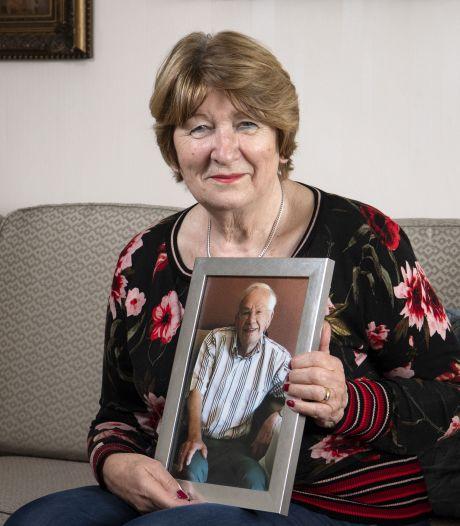 Ineke uit Hengelo is dankzij de Leendert Vriel Stichting stervensbegeleider geworden: 'Dankbaar werk'