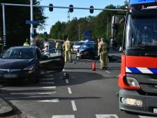 Ravage na botsing tussen twee auto's in Enschede