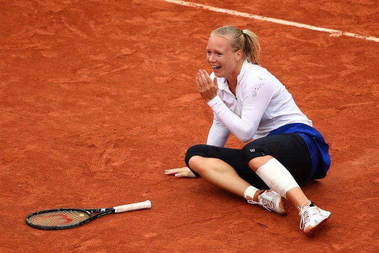 Kiki Bertens viert haar overwinning tijdens de kwartfinale op Roland Garros. Beeld getty