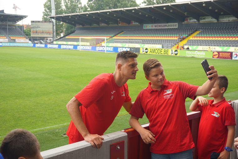 Zo'n 350 fans woonden de open training van KV Oostende bij in de Versluys Arena.