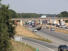 Auto over kop op A1 bij Holten: weg weer vrij