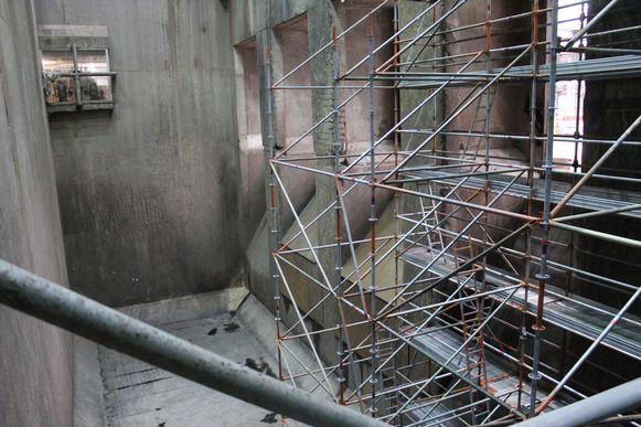 De bunker waar het afval bijna 40 jaar in gegooid wordt. Voor het eerst in de geschiedenis is die leeg en zie je de bodem.