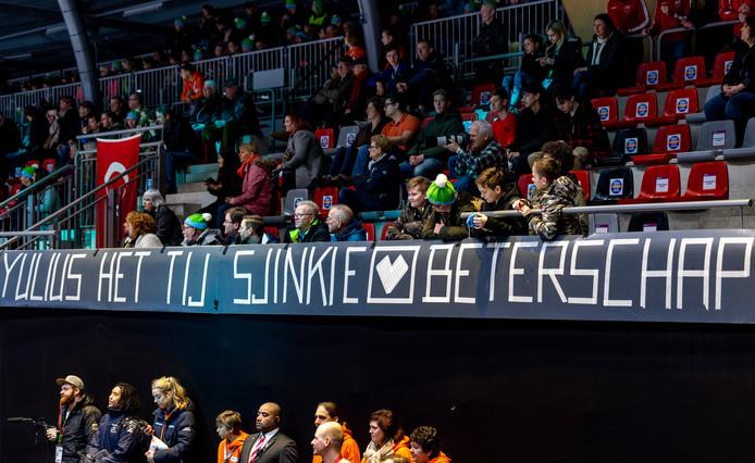 Een banner voor Sjinkie Knegt.