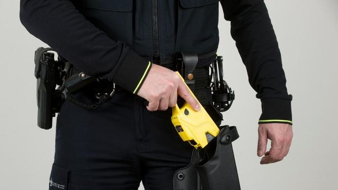 De politie heeft het stroomstootwapen het afgelopen jaar minder vaak ingezet.