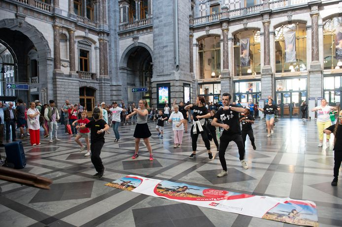 Flashmob voor een toegankelijker openbaar vervoer