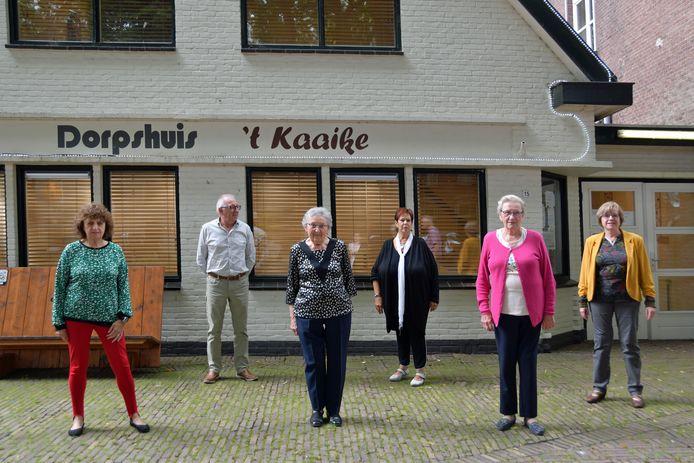 Trotse vrijwilligers van 't Kaaike, vlnr Betsie van de Vijver, Gerard Verduijn, Ivonne de Vos, Els van de Vijver, Ina Ponse en Annemie van Roij.