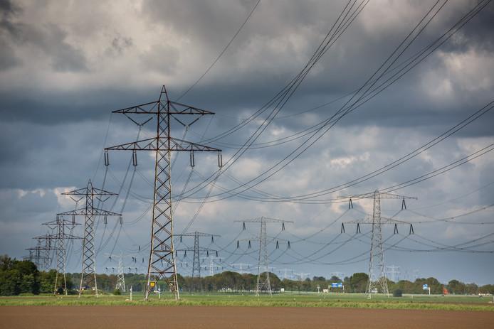 De 380KV elektriciteitsmasten langs de A17.