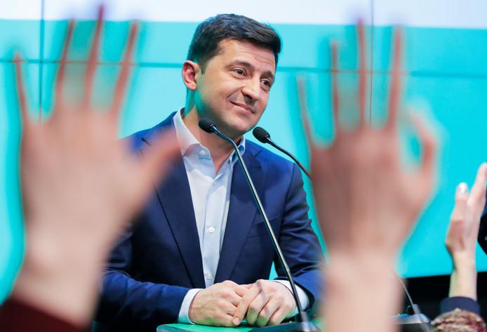 Volodymyr Zelenski spreekt zijn achterban toe.
