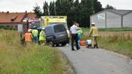 Alveringemnaar (60) gewond na crash tegen elektriciteitspaal in Beveren-aan-de-IJzer