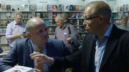 """Sven de Leijer valt Theo Francken lastig op boekenbeurs: """"Ik heb een suggestie voor een nieuw boek, 'Franke Theo'"""""""