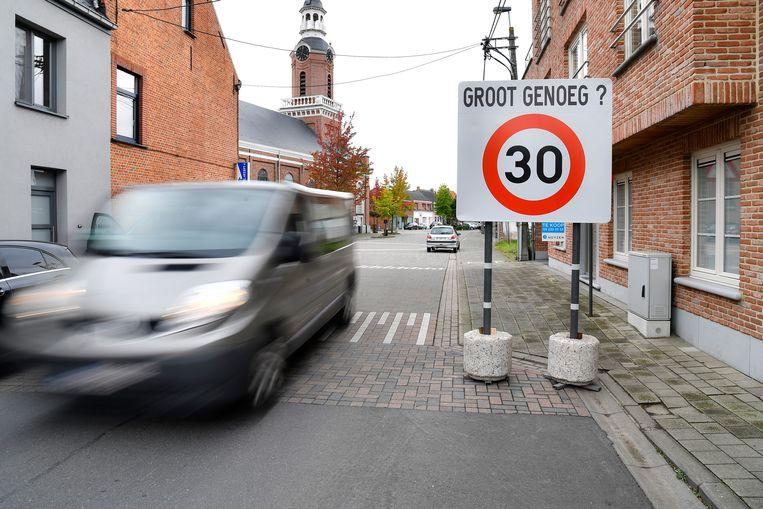 De borden moeten bestuurders duidelijk maken dat ze in een zone 30 rijden.
