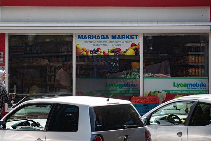 De Marhaba Market aan de Moerasandijviestraat blijft nog eens twee weken dicht.