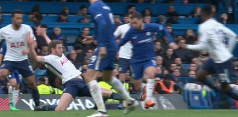 Vertonghen ging vol door op het scheenbeen van Hazard.