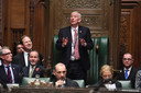 Lindsay Hoyle (midden, staand), de nieuwe 'speaker of the house'.