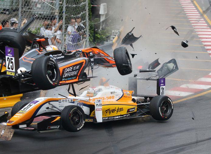 De crash van Sophia Flörsch in Macau op 18 november 2018.