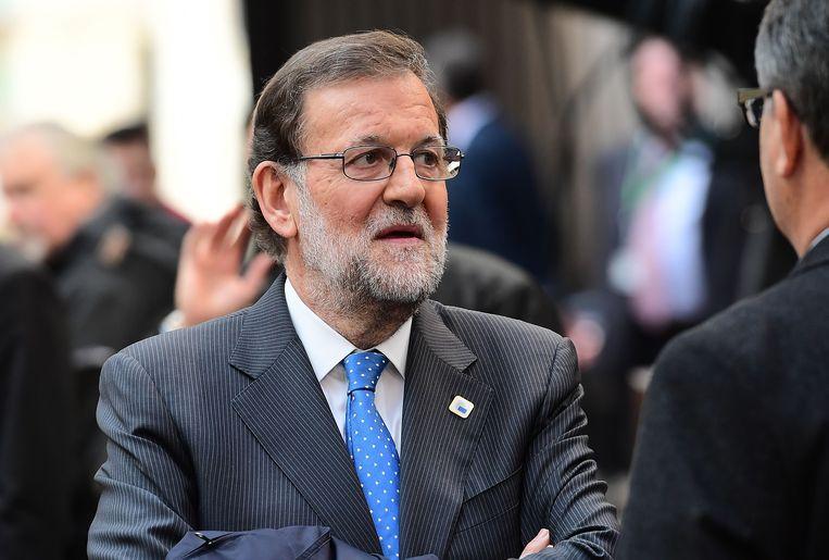 De sociaaldemocratische partij PSOE heeft vandaag besloten een conservatieve minderheidsregering onder leiding van premier Mariano Rajoy (foto) uiteindelijk toch te gedogen.