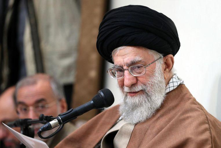 Geestelijk leider Ayatollah Khamenei zei in zijn eerste publieke reactie op de recente onrust dat 'vijanden van Iran in de afgelopen dagen verschillende middelen hebben ingezet, zoals geld, wapens, politieke activiteit en inlichtingendiensten, om problemen te veroorzaken voor de Islamitische Republiek.' Beeld afp