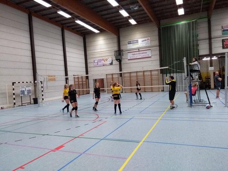 Een training van Volleybalclub Kasterlee in sporthal Duineneind