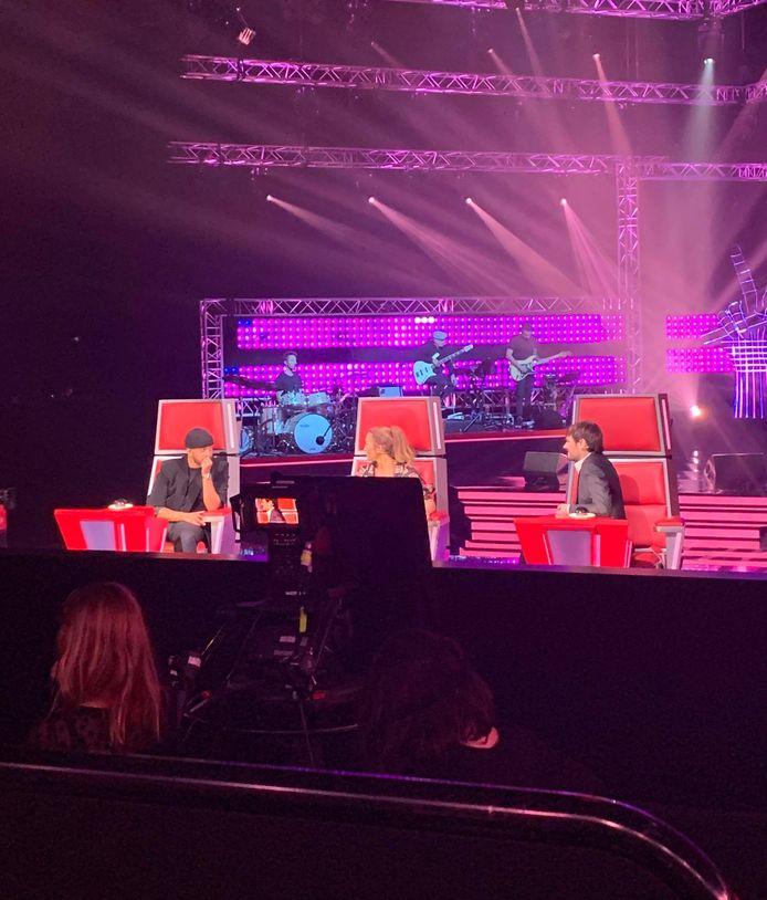 """Les coachs ont retrouvé leur place sur le plateau de """"The Voice Kids""""."""