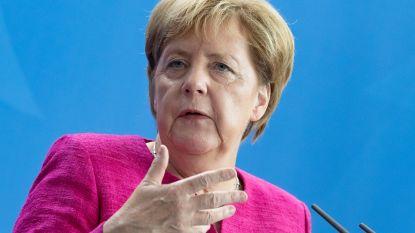 """Merkel na de rellen met gewonden in Chemnitz: """"Voor haat is er in onze straten geen plaats"""", politie krijgt kritiek"""