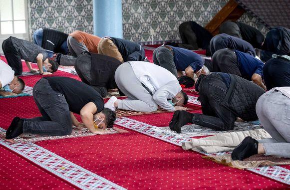 (Themabeeld) - Er worden maatregelen getroffen. Zo mogen er maximaal 100 mensen binnen in een moskee.