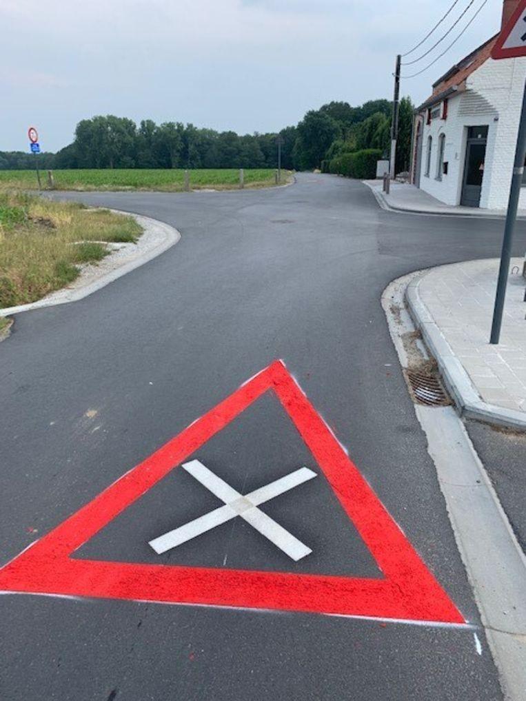 Het kruispunt aan De Reutel in Beselare