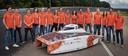 De studenten van de TU Delft en hun nieuwe, kleine zonneauto