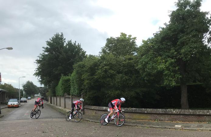 Eén van de deelnemende teams aan de ploegentijdrit.