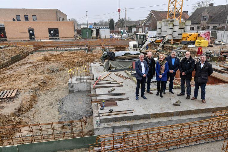 De bouwwerken voor de 22 zorgappartemen zijn al een paar maanden bezig.