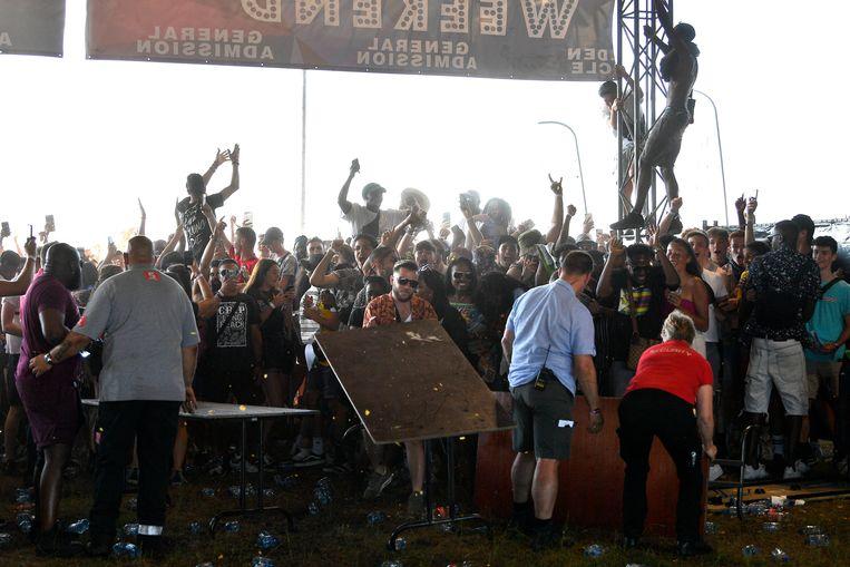 De festivalbezoekers reageerden boos op het nieuws.