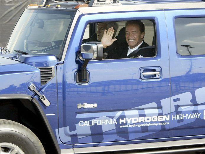 Arnold Schwarzenegger had acht Hummers. Twee ervan liet hij ombouwen tot milieuvriendelijke modellen.