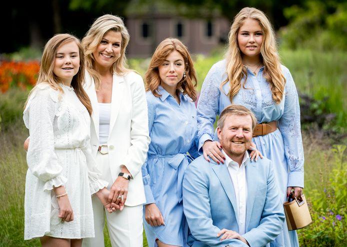 Koning Willem-Alexander, koningin Máxima en hun dochters lagen onder vuur vanwege hun vakantie naar Griekenland.
