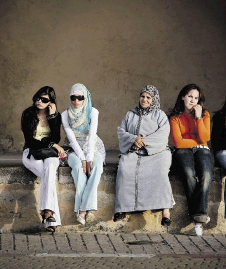 Modern en traditioneel in het Marokkaanse Meknes, de Koningsstad van Moulay Ismail. (FOTO DIETER TELEMANS) Beeld Dieter Telemans/Hollandse Hoogte