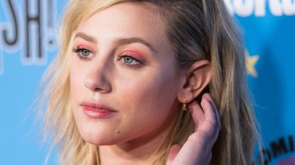 'Riverdale'-actrice zegt sorry na delen topless-foto om punt te maken over racisme