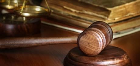 Advocaat Moszkowicz wil analyse loopje Waalwijker die met molotovcocktail gegooid zou hebben