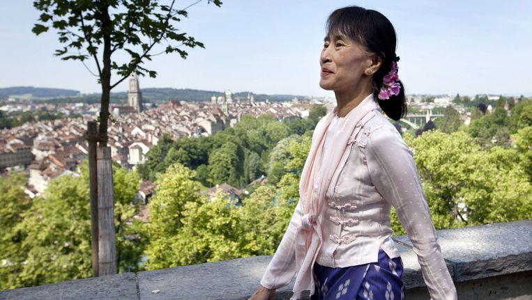 De Myanmarese oppositieleidster Aung San Suu Kyi vandaag in Bern. Beeld AFP