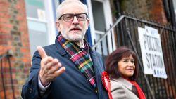 """Labourleider Jeremy Corbyn blijft voorlopig aan, maar zal partij bij volgende verkiezingen """"niet meer leiden"""""""