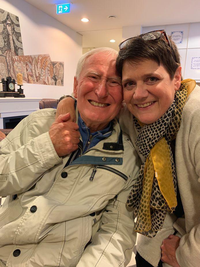 Bewoner Maarten Peijenborgh (86 jr) en zorgonderneemster Hester van den Berg