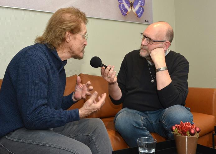 Een intensief interview in Den Haag met Ted Neeley, de ster van de musical Jesus Christ Superstar. Guido van de Mosselaar kreeg allerlei grote namen voor zijn microfoon.
